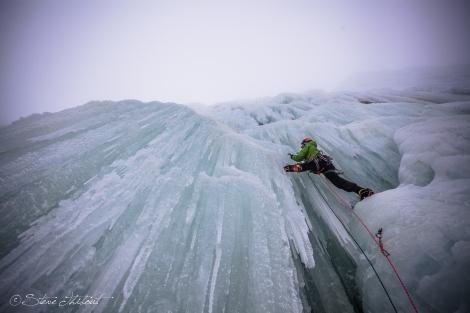 cascade de glace escalade montagne piolet champagne