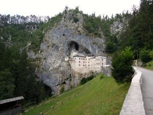 chateau slovenie karst predjama voyage