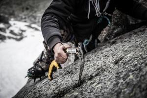 Drytooling sport activites montagne falaise